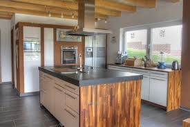 Egyszerű vonalú konyha