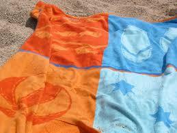 Színes strandtörölköző